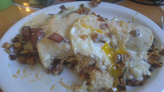 Gilroy, كاليفورنيا: My breakfast concotion. Gravy, biscuit, sausage, potatoes, egg. Yummy