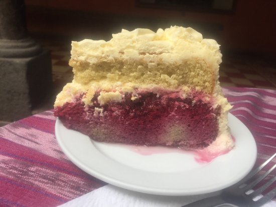 Cafe Condesa: Berry cake with mold