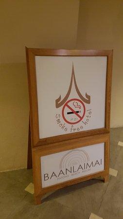 Baan Laimai Beach Resort : Smoke Free Hotel... NOT!