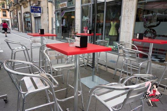Amplia Y Cómoda Terraza Peatonal En Pleno De Centro De
