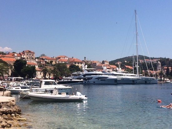 Apartments Dupcic: Main harbour Cavtat