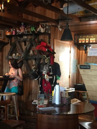 Pirates Pub and Grub: photo3.jpg