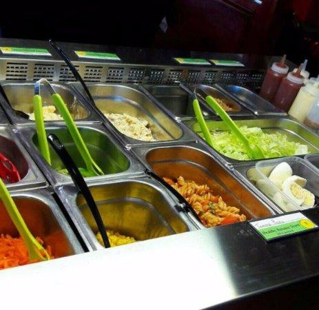 Moreton, UK: Salad bar