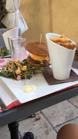 Ла-Кадьер-д'Азур, Франция: Ottimo agnello gustosissimo hamburger formaggio buonissimo