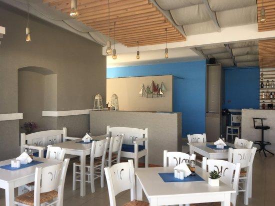 Almyrida, Greece: Almiris sea side mezedopoleio - restaurant