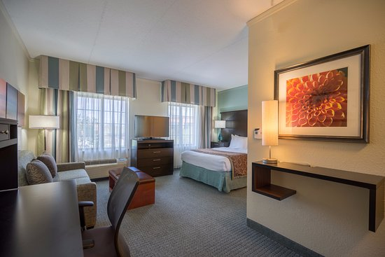 Glen Mills, Pensilvania: Studio Suite - One Queen Bed with a Pullout Sofa Bed