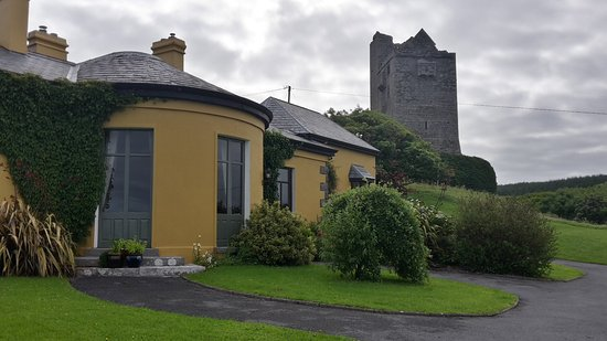 Ballinalacken Castle Country House: 20170716_091857_Richtone(HDR)_large.jpg