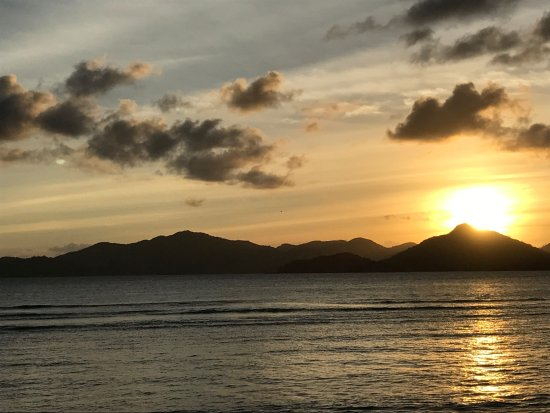 La Passe, Seychelles: Sunset view from balcony