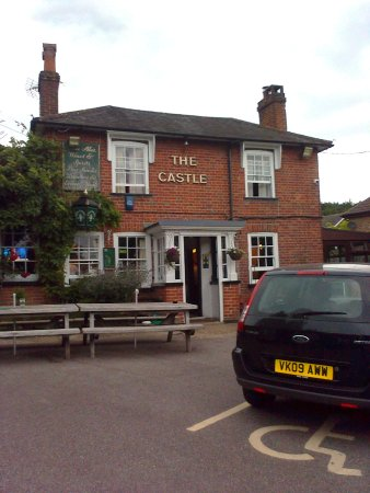 Ottershaw, UK: View of pub exterior