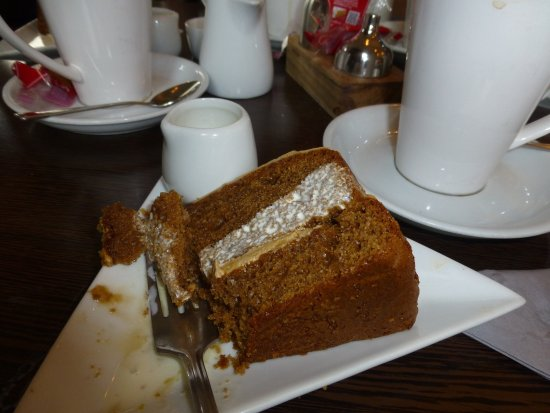 Tutbury, UK: Coffee & Walnut cake