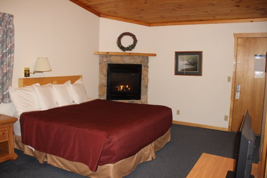 Schroeder, MN: King Room with Whirlpool and Fireplace