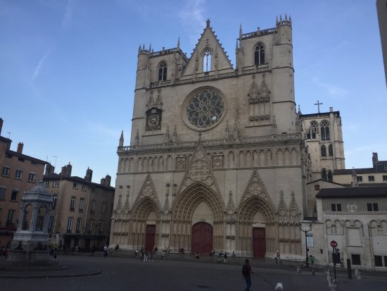 Cathedral Saint Jean Baptiste: photo1.jpg