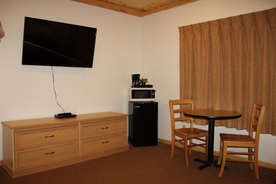 Schroeder, MN: Queen Room with Lakeview