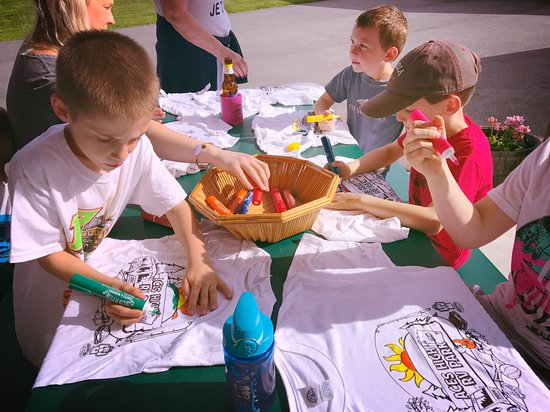 East Lyme, CT: kids have fun coloring their aces high souveneirs shirts