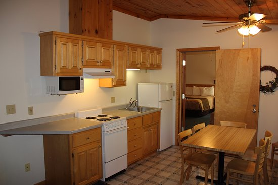 Superior Ridge Resort Motel: Kitchens are available in our 1 and 2 Bedroom Condos