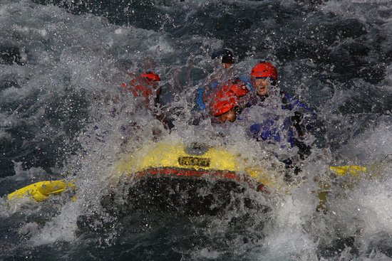 Turangi, New Zealand: Going thru the final rapids