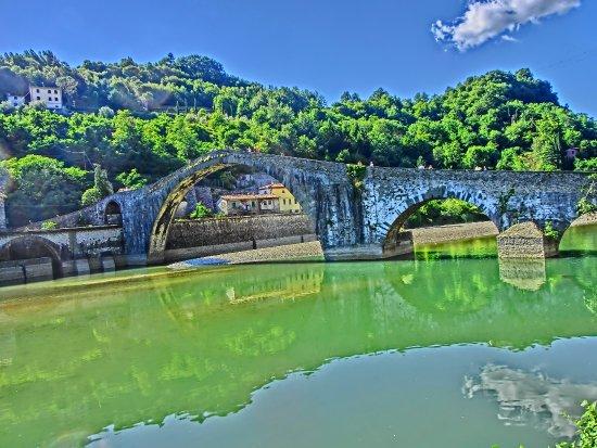 Borgo a Mozzano, Italia: vista dalla strada