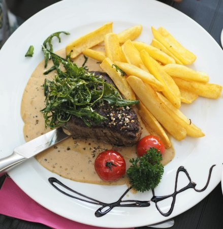 Goldbach, Deutschland: Dakota Steak mit Pommes