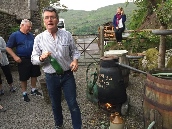 Kenmare, Irland: What a fun time we had at Molly Gallivan's in Ireland! Wonderful people - authentic old Irish fa