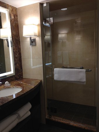 Little America Hotel Flagstaff: Bathrooms and showers were incredible
