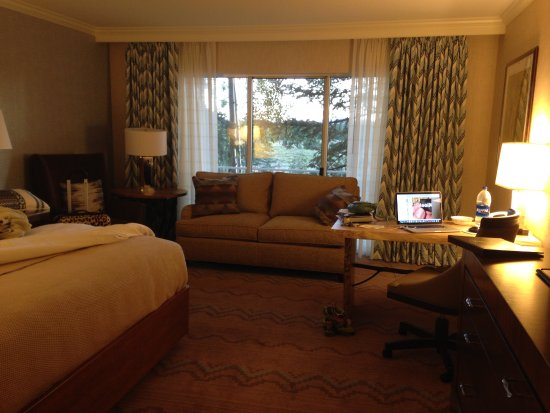 Little America Hotel Flagstaff: Rooms were large and newly renovated.
