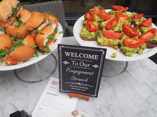 The Hoxton Grill : salmon and cream cheese bagels and avo on sourdough