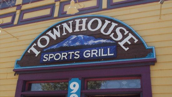 Townhouse Sports Grill: Great food and reasonable