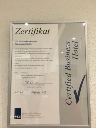 Aufkirchen, Deutschland: 1 st photo shows spider. The other is the room and toilets. Also their certifications seems like