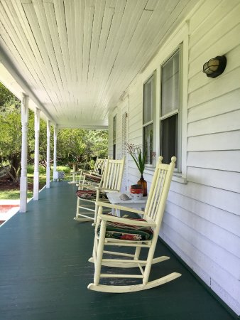 Crews Inn B&B: The back porch