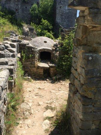 Kanfanar, Croacia: Dvigrad ruins - an oven
