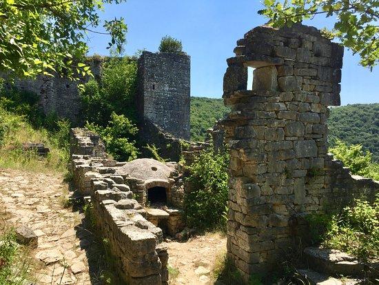 Kanfanar, Croacia: Dvigrad ruins - the bakery