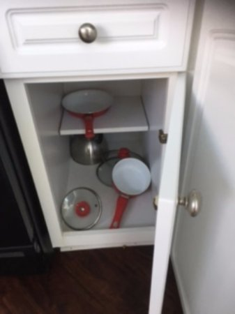 Long Key, FL: This was the fully stocked kitchen. One small frying pan and one small sauce pan.