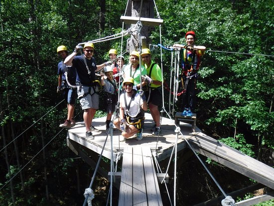 Minocqua, WI: This was our group for the adventure! The guy in the bright green is the tree hugger!