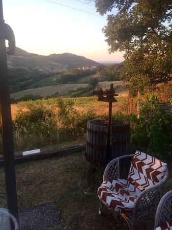 Montefiore Conca, Italy: Giardino con vista panoramica