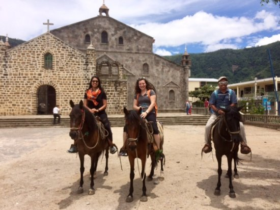 San Juan la Laguna, Гватемала: Taking a quick photo in front of a local church