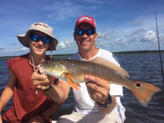 Southport, Carolina del Norte: My son and I with our first red drum