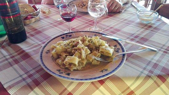 Canale Monterano, Italy: Calamarata con pesto, pistacchi e pancetta