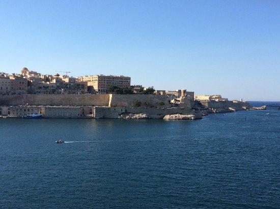 Birgu (Vittoriosa), Malta: Vista di La Valletta e Fort St. Elmo da Fort. St. Angelo