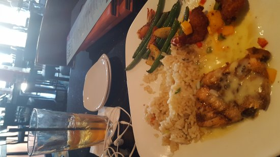 Chuck muer 39 s big fish dearborn restaurant reviews for Big fish dearborn mi