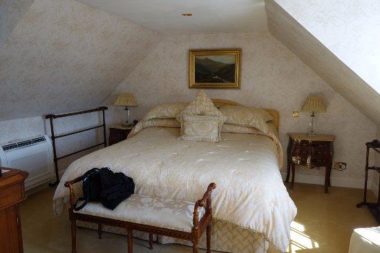 Port Askaig, UK: The gold room's large and comfy bed