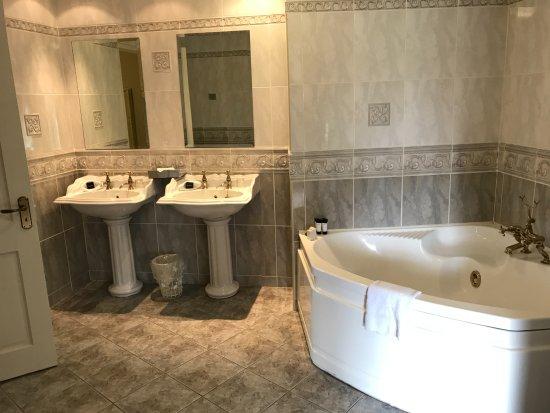 Newmarket-on-Fergus, Irlanda: Presidential suite bathroom