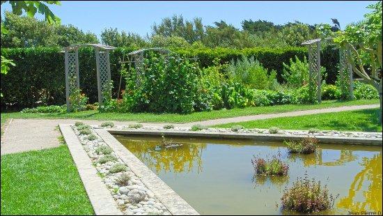 jardin aménagé - Photo de Le phare de chassiron, Saint-Denis-d ...