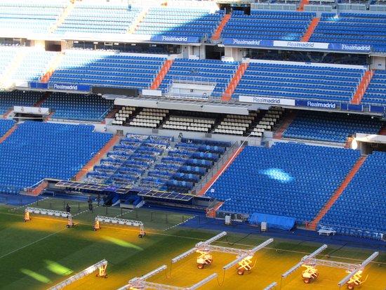 Interior del estadio picture of stadio santiago bernabeu for Estadio bernabeu puerta 0