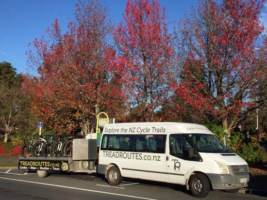 Taupo, Yeni Zelanda: Van and custom bike trailer