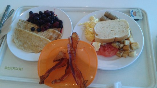 Coquitlam, Canada: crepes , traditional breakfast with bacon