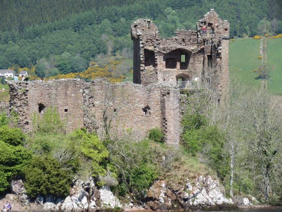 Urquhart Castle: ruins