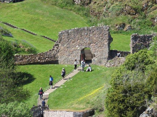Urquhart Castle: grounds