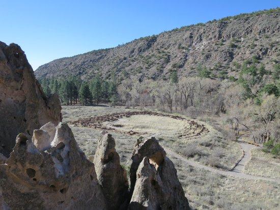 Los Álamos, Nuevo México: view of Indian ruins and trails