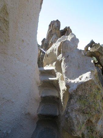 Los Álamos, Nuevo México: steep stairs to visit cave dwelling