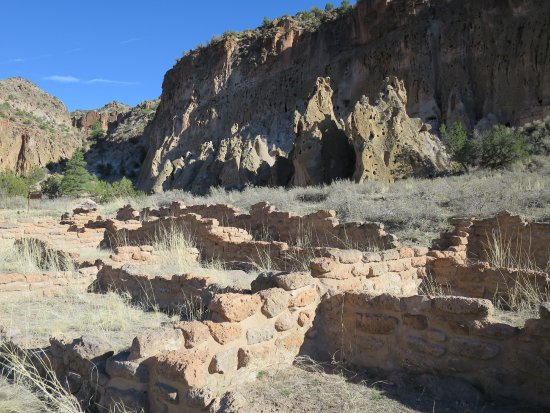 Los Alamos, NM: Indian Ruins along walking trail - easy in this area